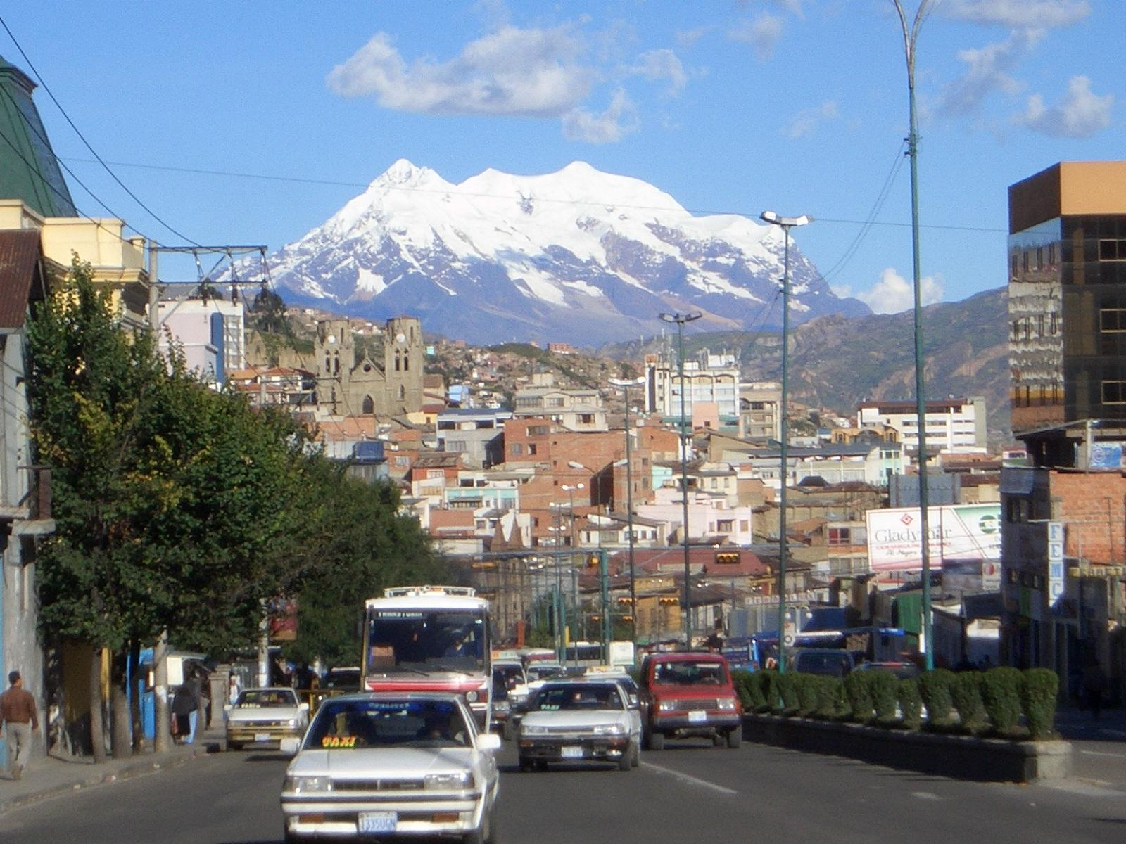 El majestuoso illimani nomasfe for Casas minimalistas la paz bolivia