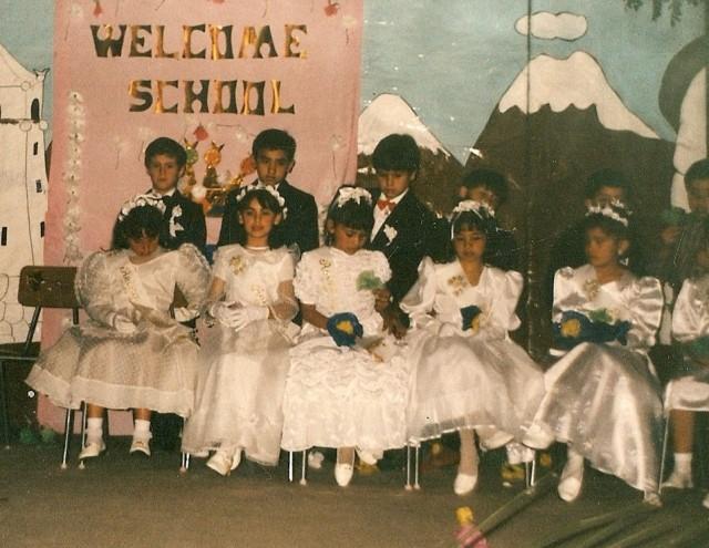 Y bueno, llegó el día de la coronación y yo (el primero de izquierda a derecha, justo abajo de la C de School), no logré ser el Rey del colegio... pero disfruté mucho los completos que auspició el amigo Pato.